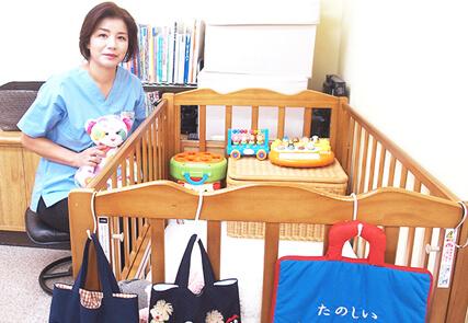 川崎市野上歯科医院 恵子さんとベビーベッド